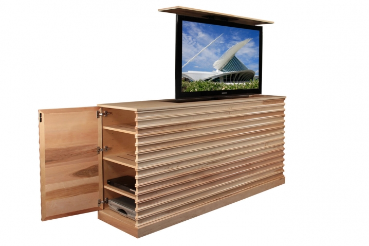 raising tv cabinet accord maple tv lift cabinet. Black Bedroom Furniture Sets. Home Design Ideas