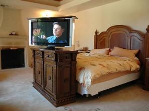 Napoleon 2 door buffet at bed setting