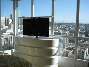 Oceanaire model in white lacquer with beautiful window view