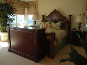 Ritz furniture with mahogany finish and big flat screen that's hidden