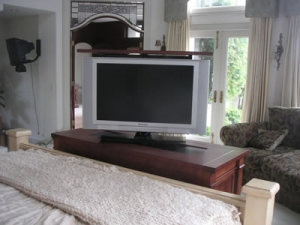 Santa Fe 2 door with swivel and 42 inch TV